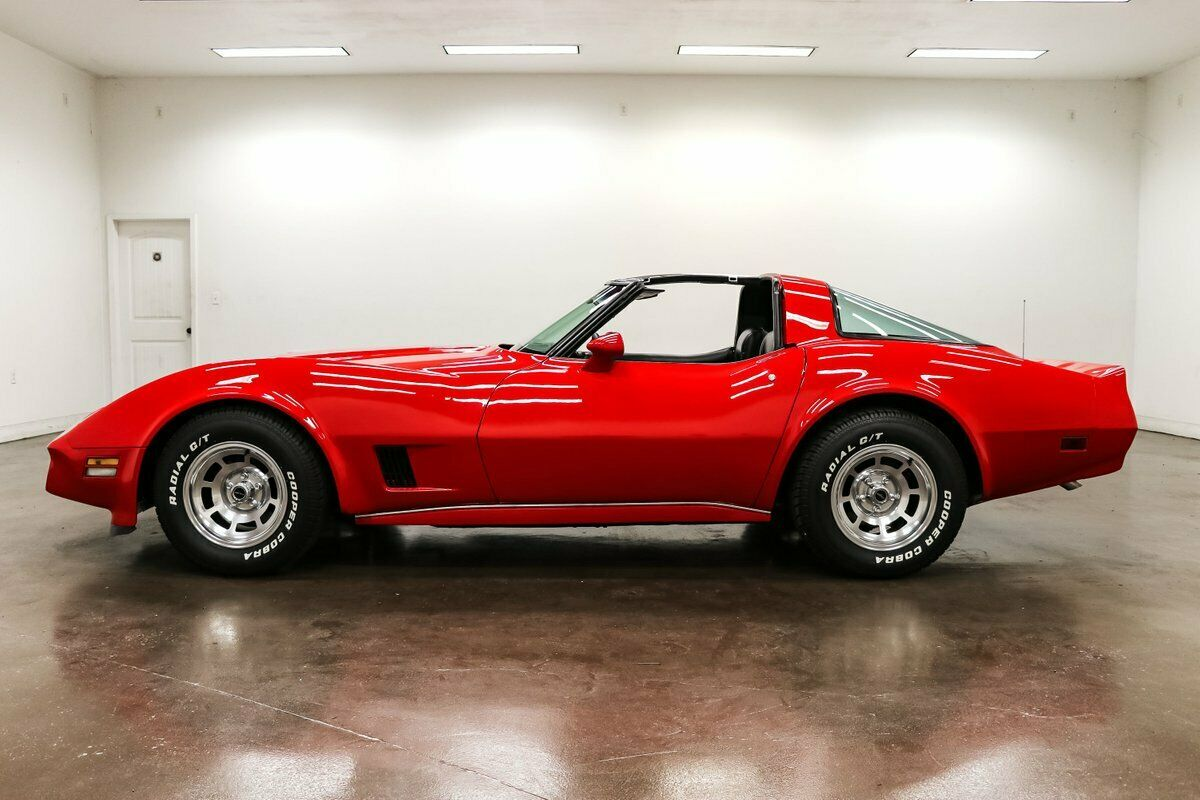 1980 Red Chevrolet Corvette   | C3 Corvette Photo 6