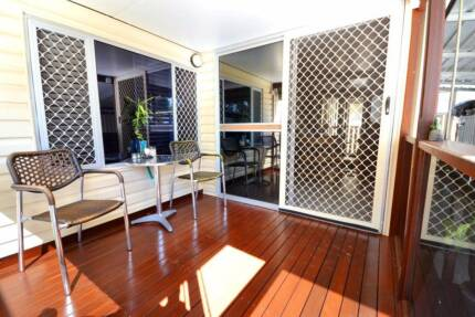PET FRIENDLY!!  IMMACULATE home in Landsborough Pines Home Park