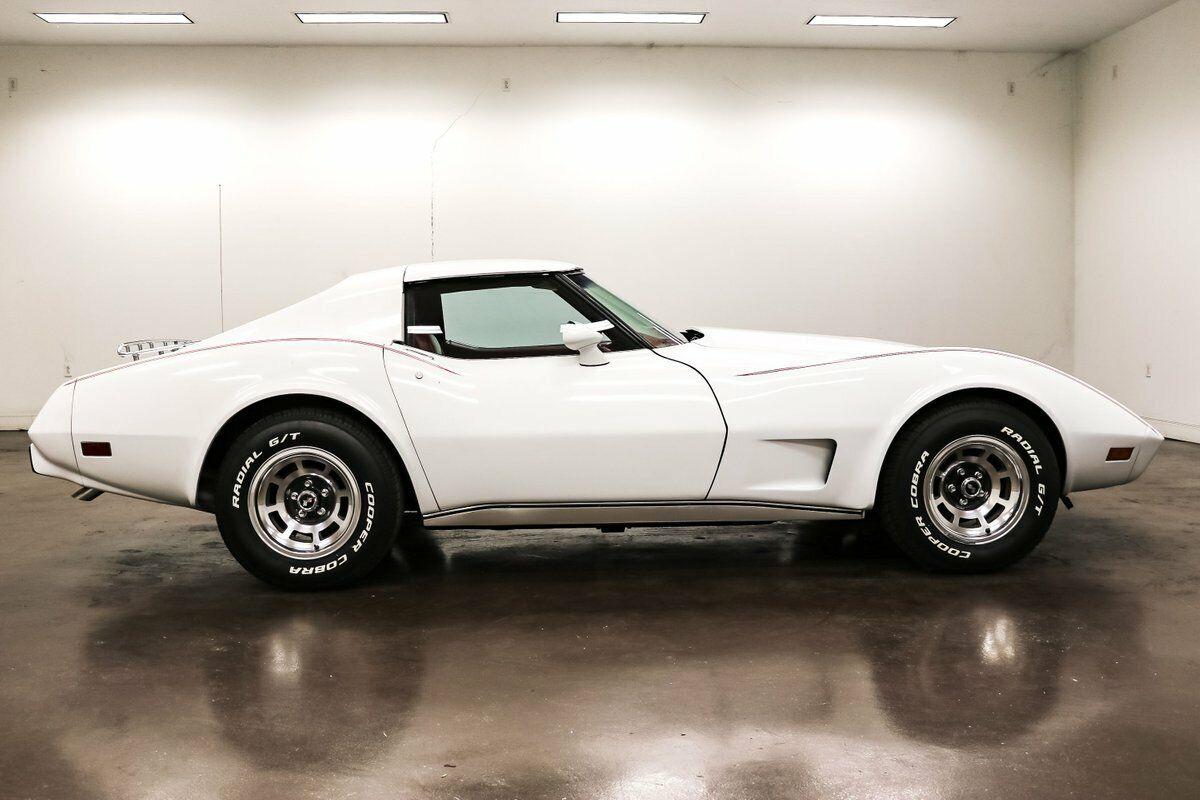 1977 White Chevrolet Corvette   | C3 Corvette Photo 8