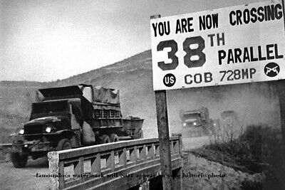 Korean War PHOTO U.N. Forces Cross 38th Parallel Retreat Army from Border