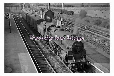 bb0962 - BR Railway Engine 75062 at Alfreton Station in 1961 -...