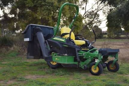PRE-OWNED JOHN DEERE Z915B ZERO TURN MOWER W/BAGGER KIT