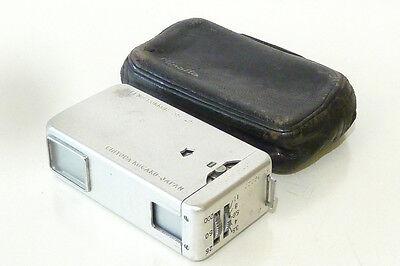 Minikamera. Minolta-16. LENS: ROKKOR 3,5/25mm mit Ledertasche