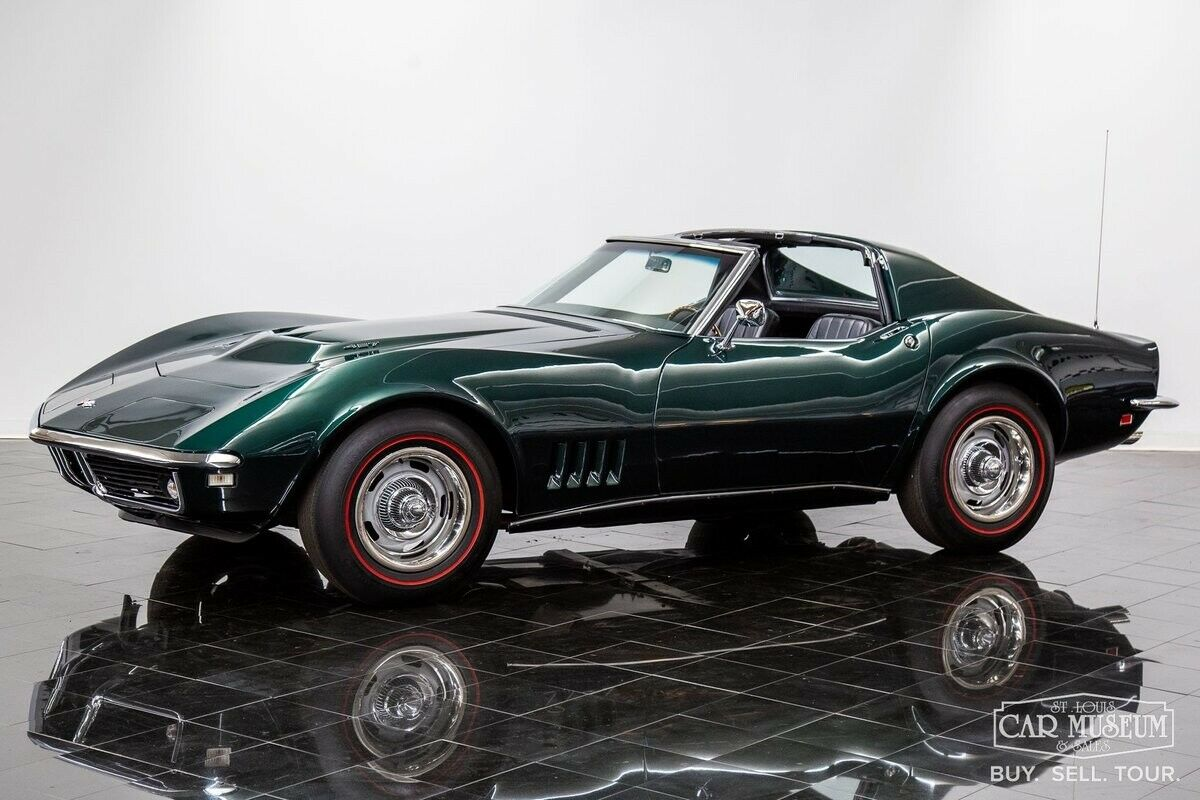 1968 Green Chevrolet Corvette     C3 Corvette Photo 2