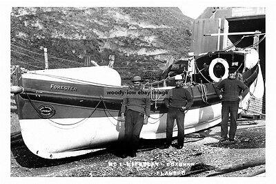 pt2220 - Flamborough Lifeboat & Coxwain , Yorkshire - photograph 6x4