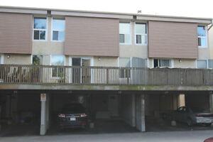 Hunt Club - Beautifully condominium townhome