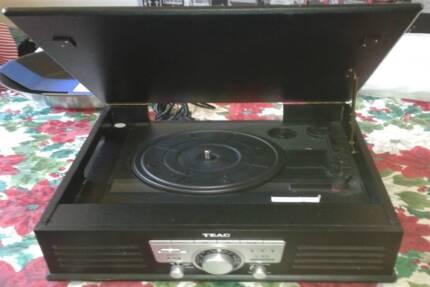 TEAC Record Player,Radio/USB/SDN Coding