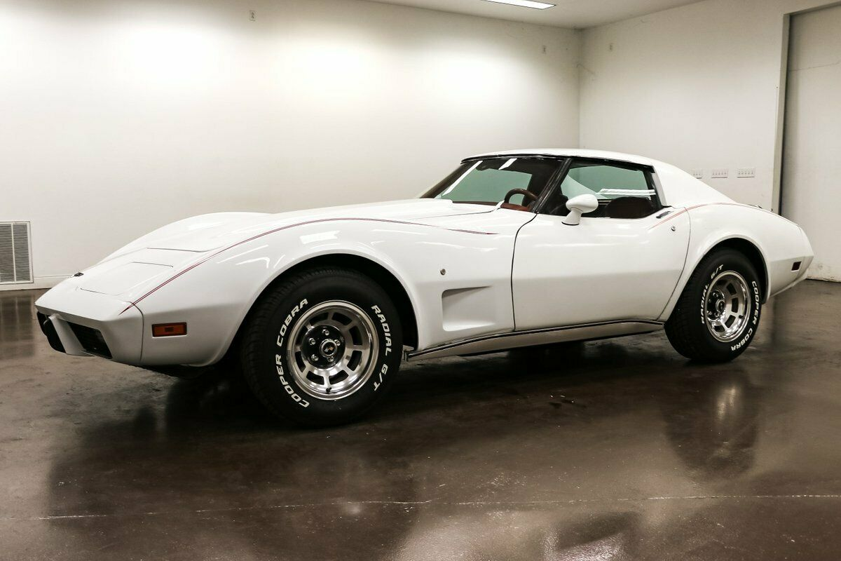 1977 White Chevrolet Corvette   | C3 Corvette Photo 3