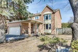 2 CLOVELLY DR Whitby, Ontario