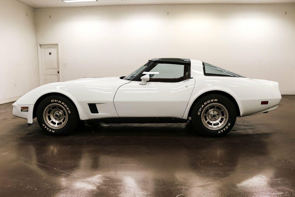 1981 White Chevrolet Corvette   | C3 Corvette Photo 4