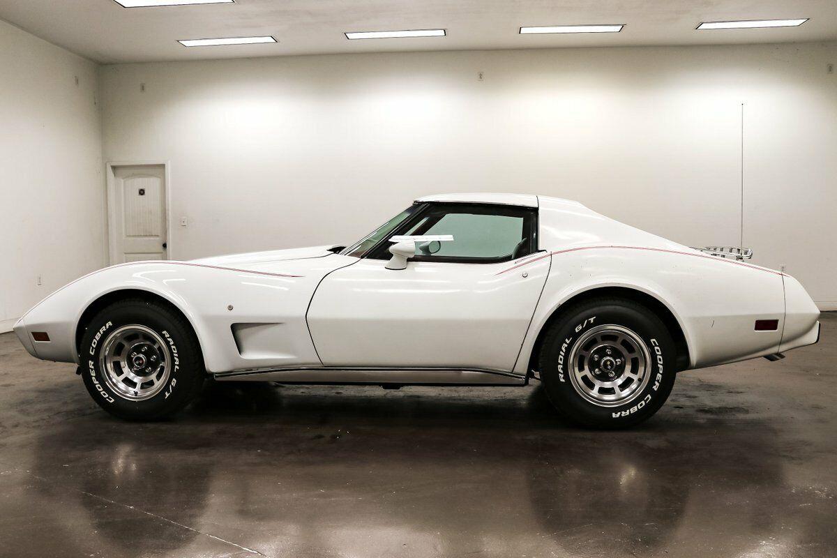 1977 White Chevrolet Corvette   | C3 Corvette Photo 4