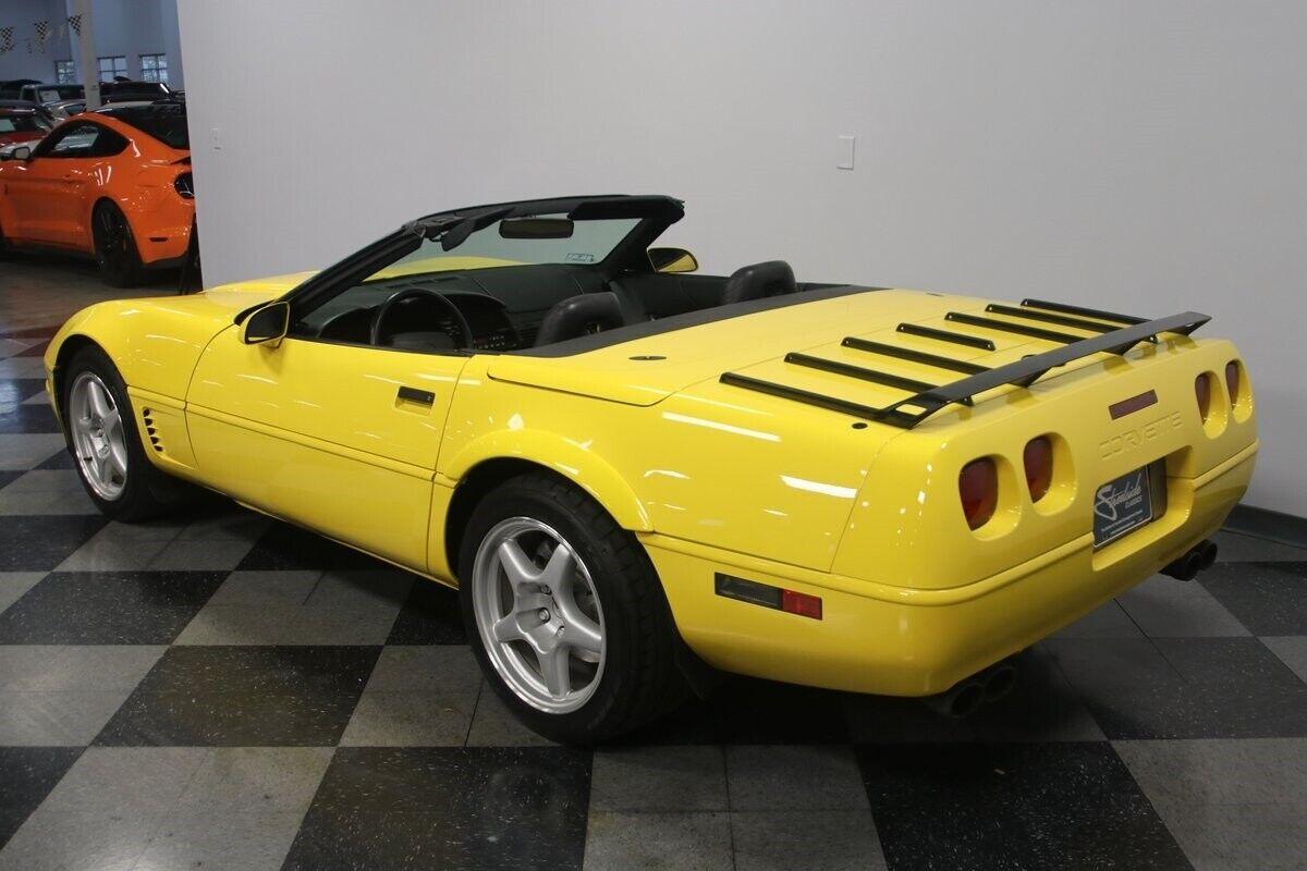 1996 Yellow Chevrolet Corvette Convertible    C4 Corvette Photo 10