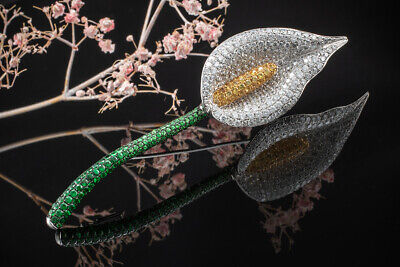 Schmuck Calla Brosche Nadel Blume mit Diamanten Tsavorit und Saphir in Weißgold