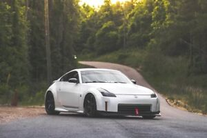 Looking for Nissan 350z