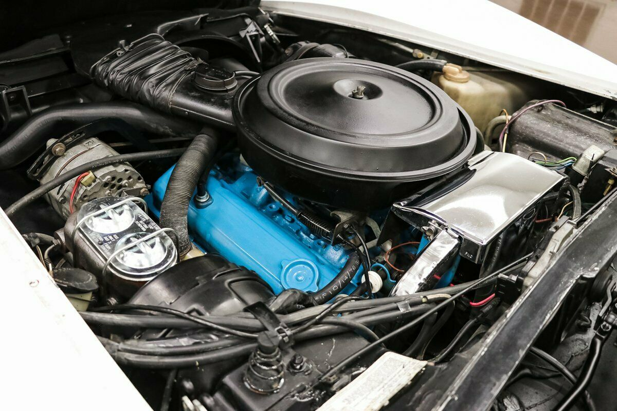 1977 White Chevrolet Corvette   | C3 Corvette Photo 9