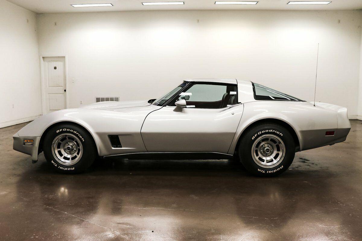 1980 Silver Chevrolet Corvette Stingray    C3 Corvette Photo 4
