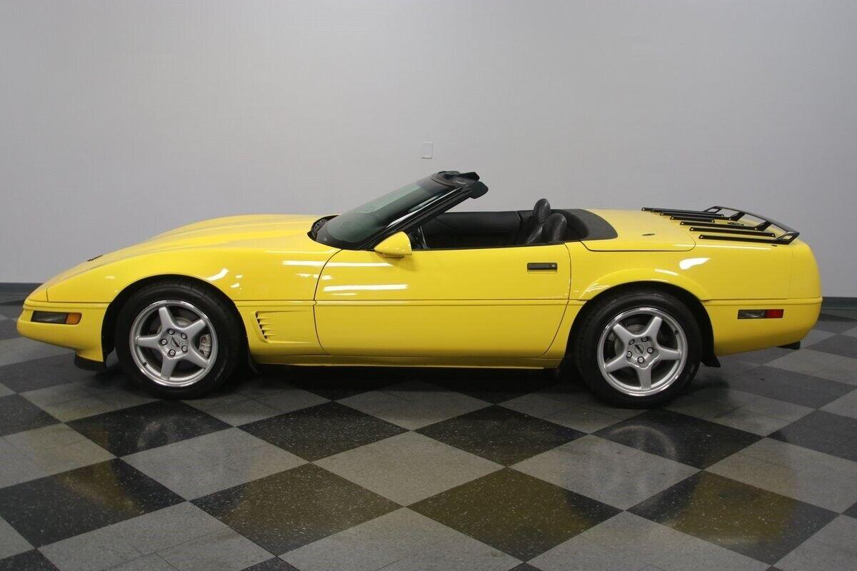 1996 Yellow Chevrolet Corvette Convertible    C4 Corvette Photo 8