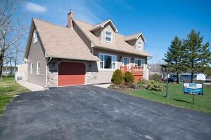 33 Ascot Way fenced yard, room for mom!