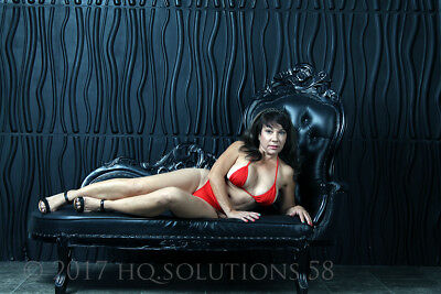 Risque Brunette Sophie Bikini to Nude Photoshoot CD-ROM 90+ pics ()
