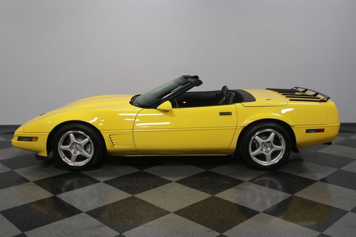 1996 Yellow Chevrolet Corvette Convertible    C4 Corvette Photo 4