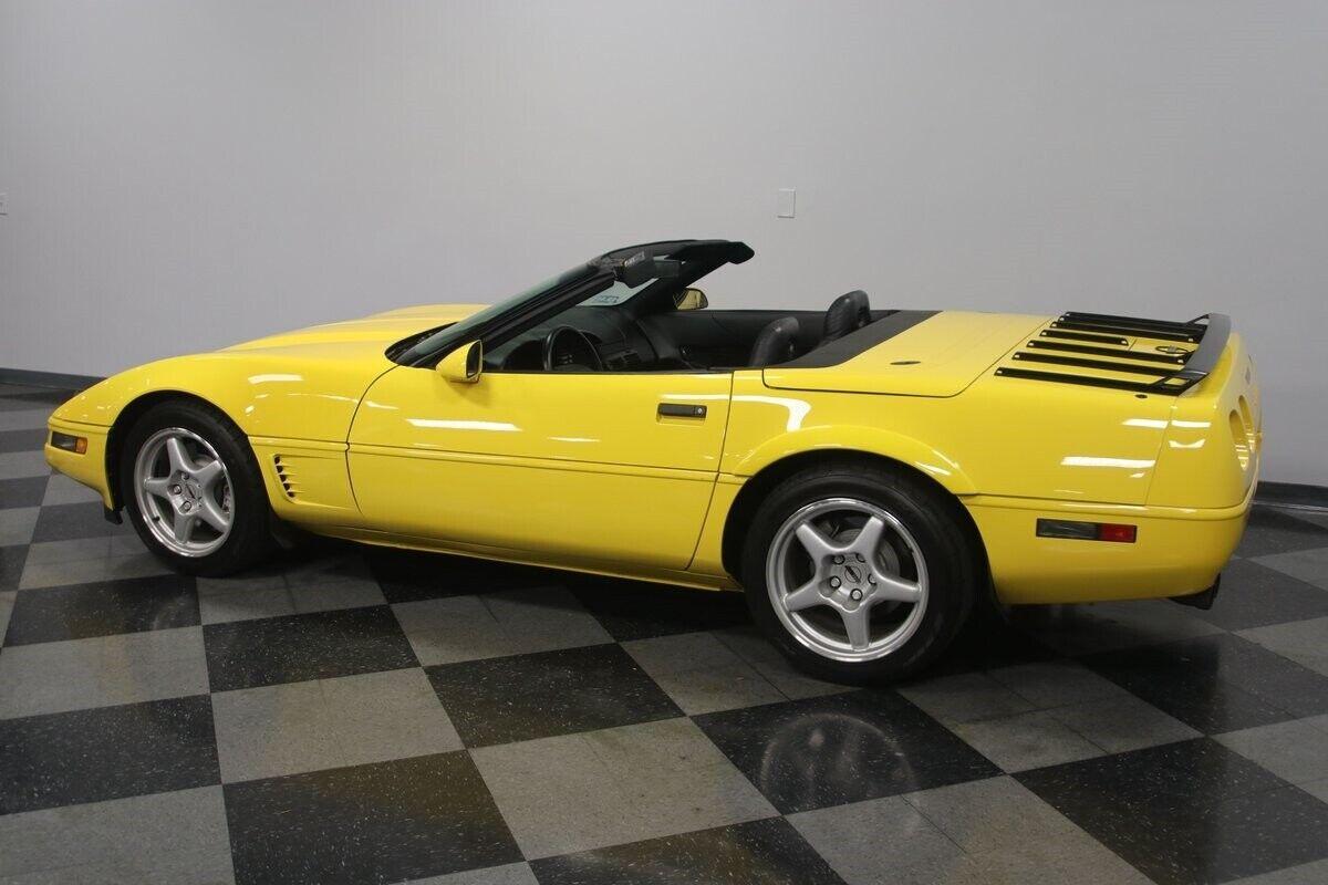 1996 Yellow Chevrolet Corvette Convertible    C4 Corvette Photo 9