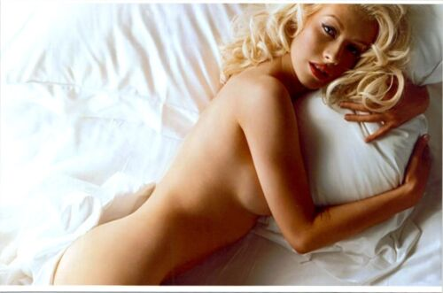 Christina Aguilera - Lying On Her Side, With No Clothes On !!!!