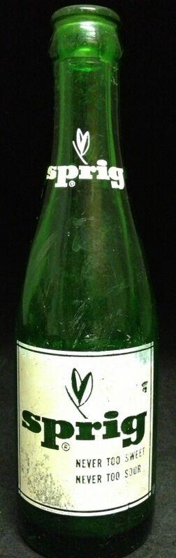 Vintage Painted Label Soda Bottle Sprig Los Angeles California CA Green 7 Oz