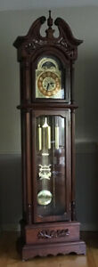 Grandfather clock in excellent condition