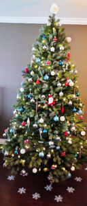 8ft Christmas tree +light+deco - Mint condition