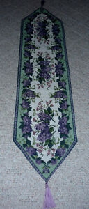 Lavender & Sage Brocade table runner .. like New .. Cambridge Kitchener Area image 2