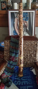 Didgeridoo - Good condition. Bamboo. Decorated. With carry case