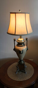 Solid heavy vtg table lamp with lion heads