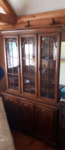 BEAUTUFUL CABINET SOLID WOOD GREAT DEAL $150