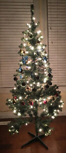Like New Pre-lit 6 Feet Christmas Tree Edmonton Edmonton Area image 1