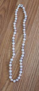 collier de VRAI perles MULTICOLORES pour SEULEMENT 100$ NEUF