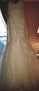 BEAUTIFUL WEDDING GOWN & CATHEDRAL VEIL NEVER WORN