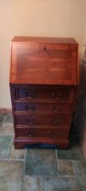 Bureau, beautiful wood veneer.