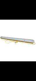 Tradesafe 5ft flourescent light 110v (Includes Bulb)
