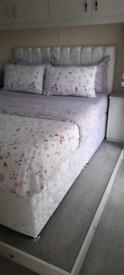 Kingsize white bed