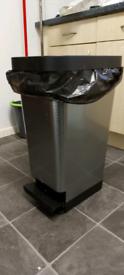 Kitchen pedal bin