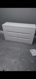 Julian bowen 6 chest of drawers , brand new , high gloss white