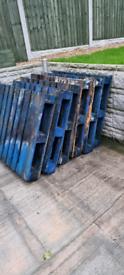 6x blue pallets