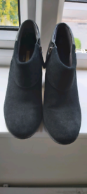 Leather Clarks Shoes in Very Good Condition- size 6