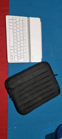 Good Condition White Logitech iPad Keyboard with Case