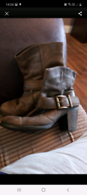Size 5 brown ankle boot's block heels