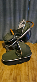 Oyster 2 travel system, carry cot and car seat included.