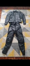 Ladies triumph leathers XS