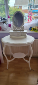 Girls dressing table with detachable drawers and mirror