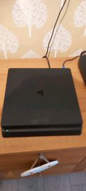 Ps4 500gb two controllere w/ 18 games