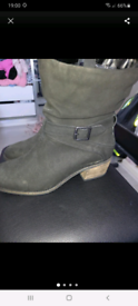 New with tags boots